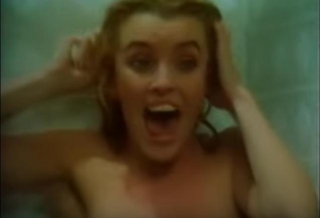 L'uccisione sotto la doccia del film Spasms (1983) di William Fruet.